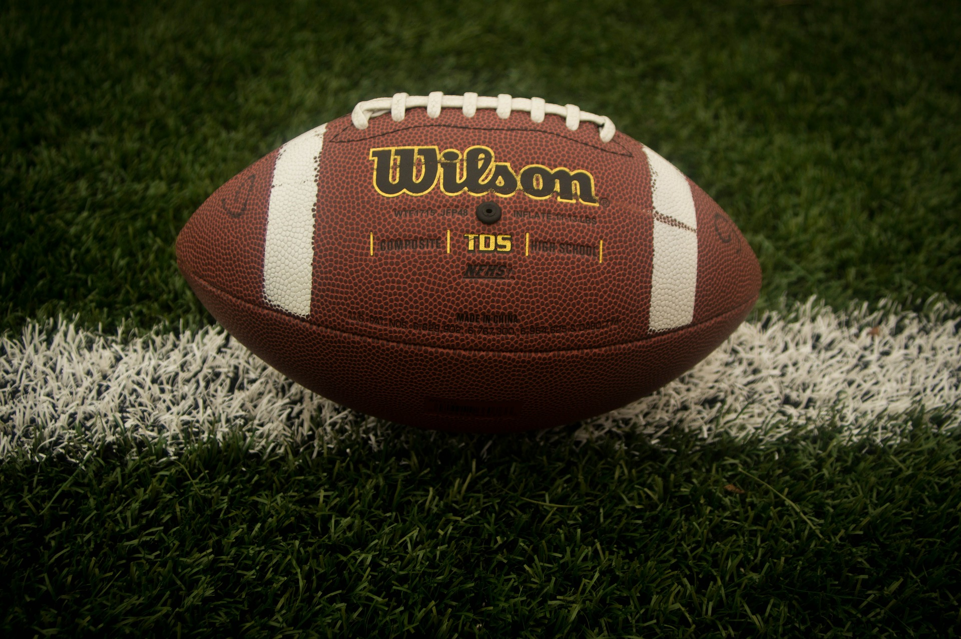 Bij sommige hoornvliesaandoeningen is het hoornvlies gekromd, zoals bij een rugbybal.
