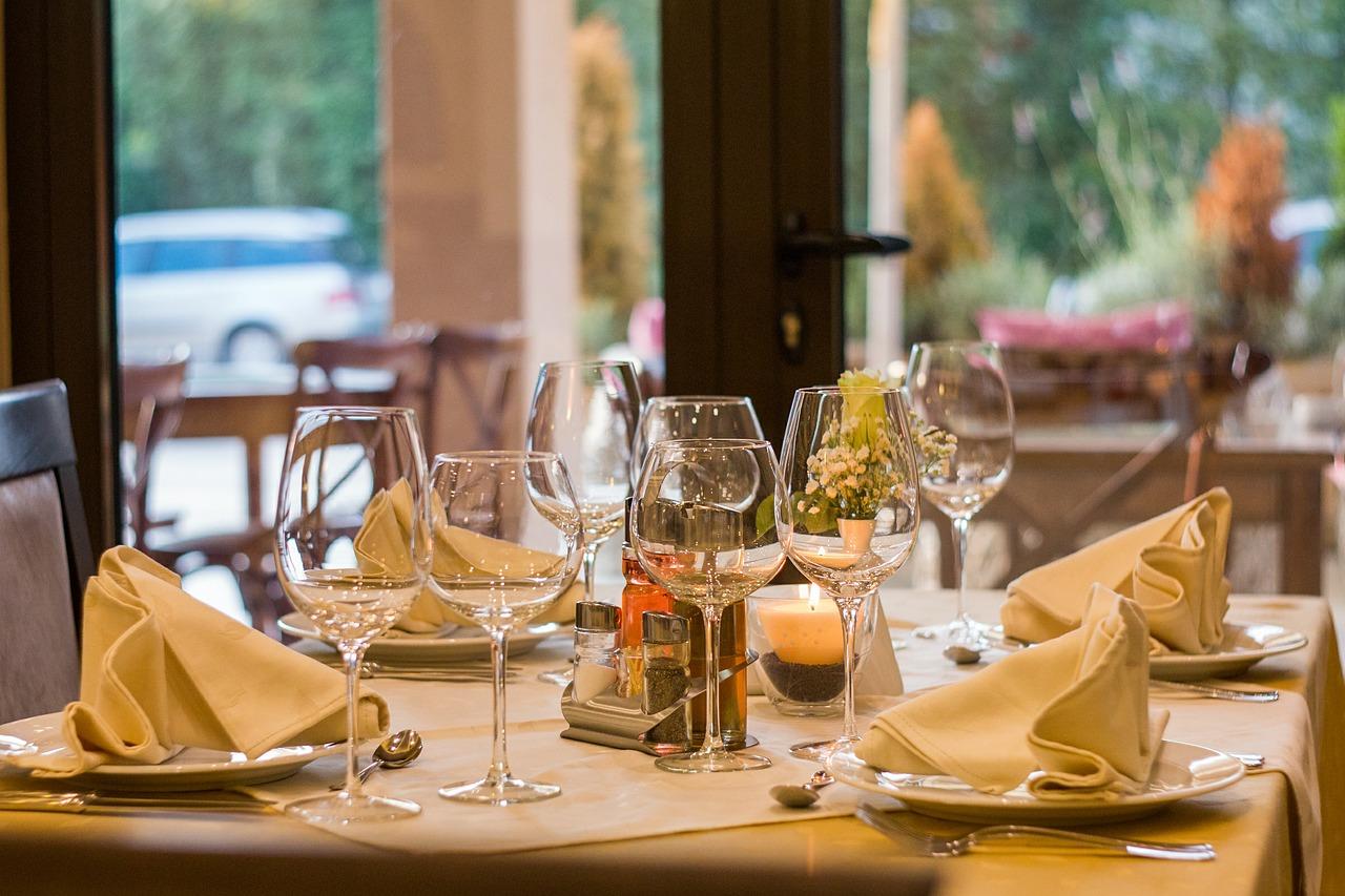 gedekte tafel in een restaurant
