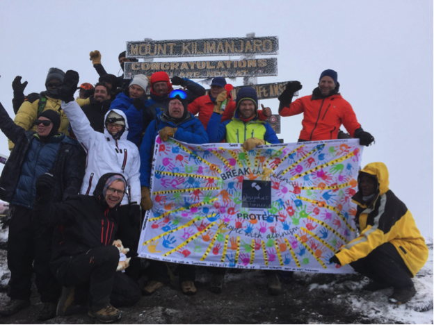 Op de top! Uhuru Peak (Bron: jtfe.org)